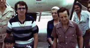 La foto del elenco del Chavo del 8 con Pablo Escobar