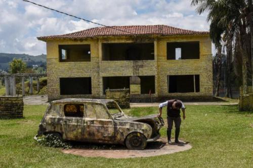 finca La Manuela, ubicada en El Peñol (Antioquia), antigua propiedad del narcotraficante Pablo Escobar3