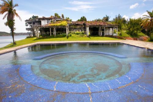 finca La Manuela, ubicada en El Peñol (Antioquia), antigua propiedad del narcotraficante Pablo Escobar5