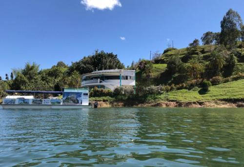 finca La Manuela, ubicada en El Peñol (Antioquia), antigua propiedad del narcotraficante Pablo Escobar6
